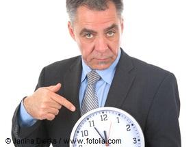 Mann mit Uhr - 5 vor 12